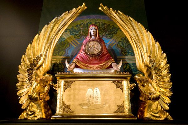 towering monstrance unveiled the divine mercy message from the
